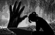 மாணவிகளுக்கு ஆபாச படத்தை அடம்பிடித்து காண்பித்த அரசு பள்ளி ஆசிரியர்கள்..! அதிரடி தண்டனையளித்த நீதிமன்றம்..!
