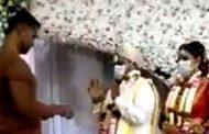 கொரோனா வைரஸால் திருமண மேடையில் நடக்கும் கூத்து! வாயடைத்து போன மணமக்கள்!