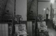 லண்டனில் தங்கத்தை விட அதிக விலைமதிப்பு மிக்க பொருட்களை திருடிச் சென்ற திருடர்கள்... வெளியான வீடியோ...