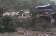 நேபாளத்தில் கனமழை மற்றும் நிலச்சரிவில் சிக்கி குழந்தைகள் உட்பட 12 பேர் பலி