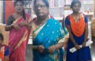 கடையில் மூன்று பெண்கள் செய்த காரியம்...  வெளியான வீடியோ!!